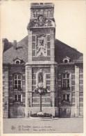 Sint-Truiden.  -  Stadhuis En Perroen - Sint-Truiden