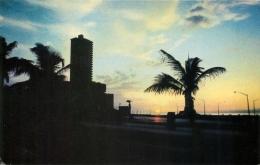 Avenue Du Malecon, Cuba Postcard - Cuba