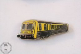 France TER Train Railroad/ Railway SNCF Yellow Colour - Signed Metargent - Pin Badge #PLS - Transportes