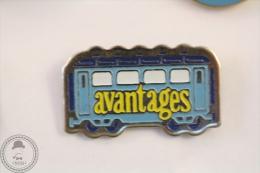 France Advertising Tram/ Tramway Avantages Magazine Blue Colour - Pin Badge #PLS - Transportes
