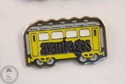 France Advertising Tram/ Tramway Avantages Magazine Yellow Colour - Pin Badge #PLS - Transportes