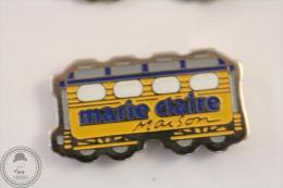 France Advertising Tram/ Tramway Marie Claire Maison Magazine Orange Colour - Pin Badge #PLS - Transportes