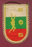 W15  / SPORT - BULGARIAN FEDERATION Wrestling Lutte Ringen  - 10  X 15.5 Cm. Wimpel Fanion Flag Bulgaria Bulgarie - Other