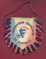 W25  / SPORT - FEDERATION FRANCAISE DE FOOTBALL Soccer Fussball Calcio  11 X  11 Cm. Wimpel Fanion Flag France - Otros