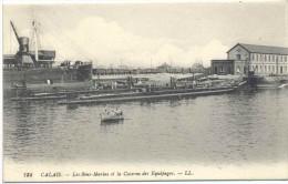 CPA Calais Les Sous Marins Et La Caserne Des Equipages - Calais