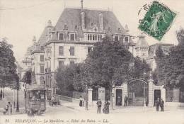 BESANCON   La  Mouillere  Hotel  Des  Bains. Bien Animée. Tramway, Homme Avec Charrette, Femme Et Poussette - Besancon