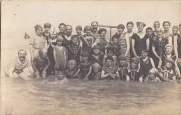 Enfants Et Familles - Carte-Photo - Bords De Mer - Mode Maillots De Bains - Grupo De Niños Y Familias