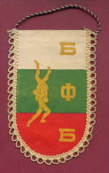 W34  / SPORT - BULGARIAN FEDERATION Wrestling Lutte Ringen  - 9.5  X 15.5 Cm. Wimpel Fanion Flag Bulgaria Bulgarie - Lucha