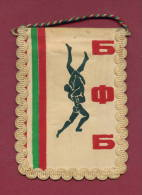 W35  / SPORT - BULGARIAN FEDERATION Wrestling Lutte Ringen  - 8.5  X 12 Cm. Wimpel Fanion Flag Bulgaria Bulgarie - Wrestling