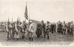 LES TROUPES POLONAISES EN FRANCE Remise D Un Drapeau A Un Regiment De Chasseurs - Militaria
