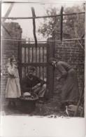 CP Photo Juin 1915 Secteur Vimy, Vitry-en-Artois, Farbus, Thélus... Soldat Allemand Avec Une Habitante (A66, Ww1, Wk1) - Guerre 1914-18