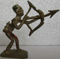 Cameroun, Bamoun - Bamun Statuette Ancienne De Cuivre Faite Et Peinte Main Scène De La Vie - Art Africain