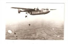 Photo  : Parachutistes Sautant D'un Avion Transat 341 0  ( ? )  13,8 Cm / 8,8 Cm Environ - Parachutisme