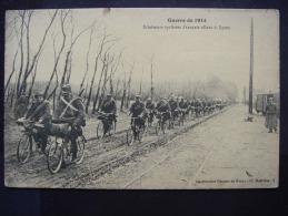 Guerre De 1914 - Eclaireurs Cyclistes Français Allant à YPRES - War 1914-18