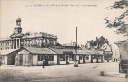 CPA Cambrai - Un Côté De La Grande Place Avec Ses Baraquements - Cambrai