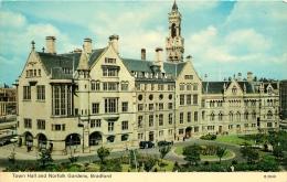CPSM Bradford-Town Hall And Norfolk Gardens  L1644 - Bradford