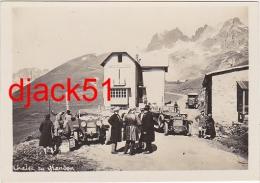 Lot De 2 Anciennes Photographies / Personnages / Voitures Anciennes / Lautaret Et Glandon - Coches