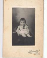 PHOTO ANCIENNE-UN BEBE-GARCON PROBABLEMENT- SUR UN COUSSIN-PHOTOGRAPHE SAUVADET ..LIMOGES-9, 5 Cm X 14 Cm- - Personnes Anonymes