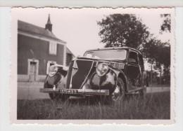 BELLE AUTOMOBILE RENAULT ANCIENNE - à Identifier - 6X8,5 Cm ( Immatriculée Dans Le Nord ) - Automobile