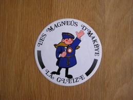 LES MAGNEUS D´ MAKEYE  La Gleize  Folklore Souvenirs Autocollant Sticker Autres Collections - Stickers