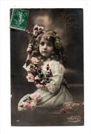 Portrait D'une Tres Jolie Fillette Avec Fleurs Sur Une Belle Carte Bonne Année Edit Myrka - Portraits