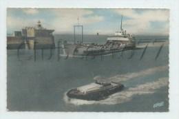 La Rochelle (17) : Arrivée Du Bac De Liaison Avec L'Ile De Ré Au Port De   La Pallice Quartier En 1969 (animé)  PF. - La Rochelle
