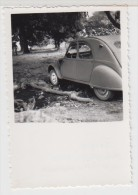 GUINEE - AUTOMOBILE ANCIENNE - 2 CV - Près Du Village De BODIE - 1956 - Format 5.5X5.5cm - Automobiles