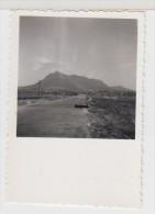 GUINEE - AUTOMOBILE ANCIENNE - 2 CV - Au Mont KAKOULIMA - 1956 - Format 5.5X5.5cm - Automobiles