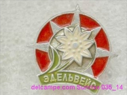 Animals: Flower Edelweiss - National Park - Mountains / Old Soviet Badge_035_an6619 - Animales