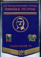 "W153 / SPORT Championship "" NIKOLA PETROV "" 1981  Pazardzhik  Wrestling Lutte  20 X 29 Cm Wimpel Fanion Flag BULGARIA - Worstelen"