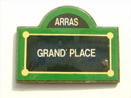 PIN´S ARRAS - GRAND'PLACE - PLAQUE DE RUE - Cities