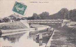 02  VENDHUILE   PONT Du CANAL De SAINT QUENTIN Animé  HOMMES Sur La Barge - France