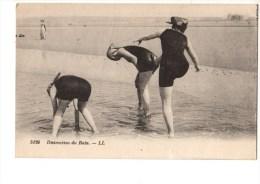 C P A---THEMES--FEMMES-------DISTRACTION DU BAIN-----voir 2 Scans - Femmes