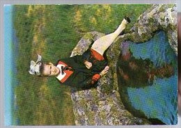 Jolie CP 22 Collinée Fillette En Costume Du Pays - Folklore Coiffe - Ed Jack 385 - Cp Pas écrite - France