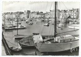 LE PÖULIGUEN -LE PORT DEVANT LE QUAI JULES SANDEAU -Loire Atlantique (44) -Circulé 1957 -Bateaux, Voiliers, Barques... - Le Pouliguen