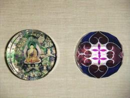 PISAPAPELES DE CRISTAL (UNA CON BUDA Y OTRA CON UN MANDALA) - Glass Paperweight - Pisapapeles
