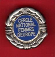 22953-broche politique.cercle national des femmes d�europe.Le Pen.front national.FN.sign� decat Paris