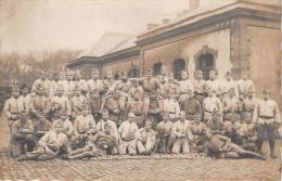 ¤¤  -  SARRELOUIS  - Carte Photo Militaire -  Soldats Devant La Caserne En 1924  -  ¤¤ - Kreis Saarlouis