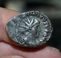 Antoninien VICTORINUS - SALVS AVG - Frappe Casquette - 5. La Crisis Militar (235 / 284)