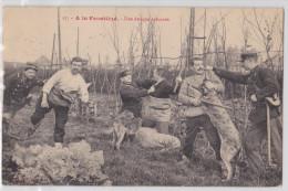 A La Frontière - Une Attaque Acharnée - Chien Au Travail - Douane - Douanier - Dog At Work - LS Hautmont 17 - TTB - Dogana