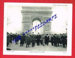CHURCHILL Et DE GAULLE à L'Arc De Triomphe ...... - Old Paper