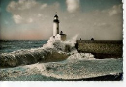 CP76793 - LE TREPORT - Le Phare Un Jour De Tempête - Le Treport
