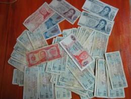 88 BONOS DE CONSOLIDACION DE DEUDA Y   BANKNOTES  BILLETES  REPUBLICA ARGENTINA SOLD AS IS - Argentina