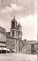 08 SEDAN - L'église Saint Charles Et La Place - Sedan