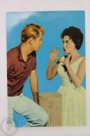 Original & Rare 1960s Postcard - Margarita Sierra & Troy Donahue - Edited Oscarcolor S.L., Printed In Spain - Mujeres Famosas