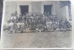 PHOTOGRAPHIE Groupe De SCOUTS Avec PRÊTRES Et FANIONS Vers 1930 - Photographs