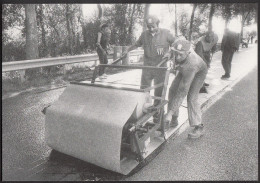 """CPM 37 - CHARENTILLY - L´Aventure Carto - MM. Genet Et Mahraf, Mise En Place De L'enduit Expérimental """"Armaco"""" - 10/9/86 - France"""