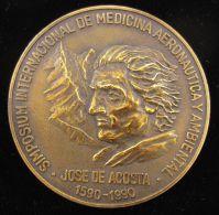 M01625 SIMPOSIUM INTERNACIONAL MEDICINA AERONAUTICA AMBIENTAL JOSE DE ACOSTA 1590-1990 AVIATION (148 Gr) CIMA Au Revers - Espagne