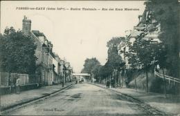 76 FORGES LES EAUX / La Station Thermale, La Rue Des Eaux Minérales / - Forges Les Eaux