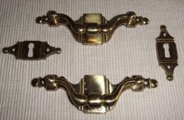2 TIRADORES Y 2 BOCALLAVES DE LATÓN - 2 Bronze Door Handle And Keyhole - Cajas/Cofres